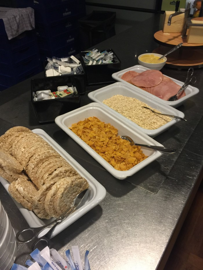 aviator lounge copenhagen snacks 700x933 - Aviator Airport Lounge - Copenhagen CPH review