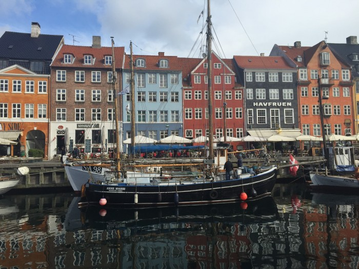 nyhavn buildings boats 700x525 - Walking around Nyhavn & Christiania in Copenhagen, Denmark