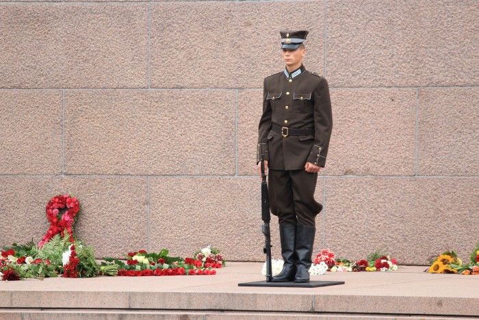 freedom monument guard 700x467 - Exploring the Old Town in Riga, Latvia
