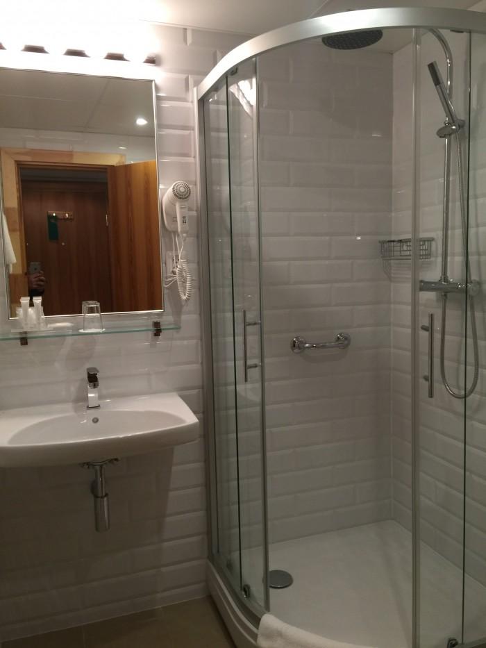 radi un draugi bathroom 700x933 - Radi Un Draugi Hotel Riga, Latvia review