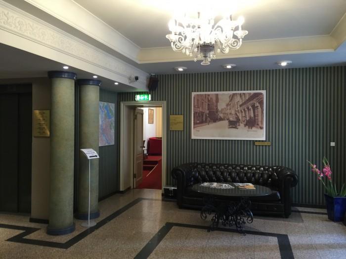radi un draugi lobby 700x525 - Radi Un Draugi Hotel Riga, Latvia review