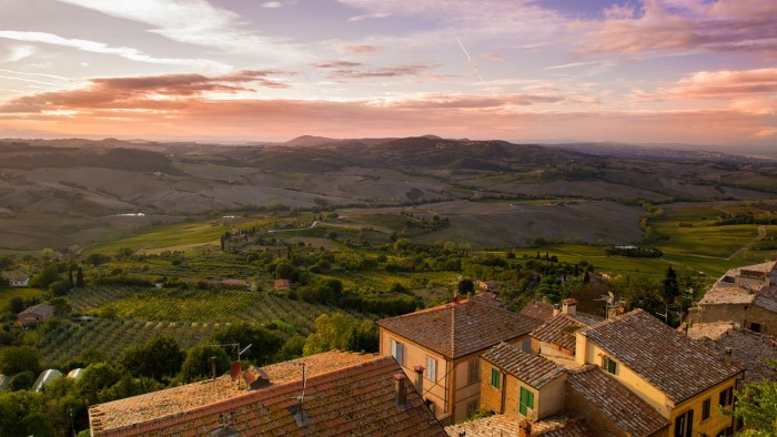 tuscany italy 700x394 - Travel Contests: August 23, 2017 - Italy, Florida, Mexico, & more