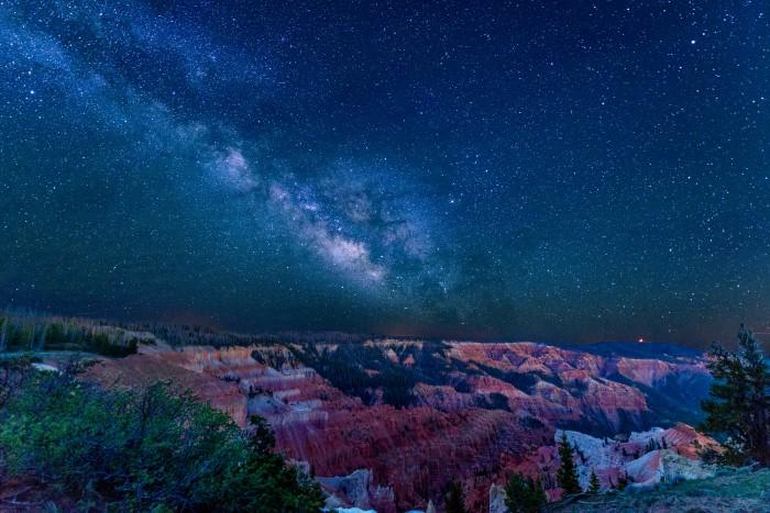 Cedar Breaks Night Sky. Mike Saemisch 700x467 - Outdoor & indoor adventures in every season in Cedar City, Utah