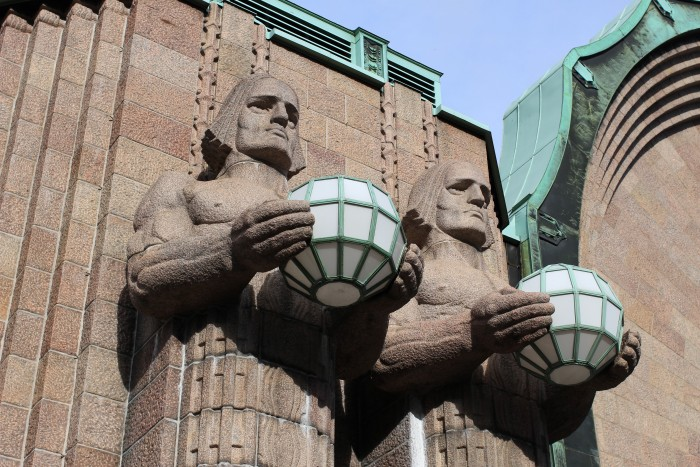 helsinki train station statues 700x467 - Exploring the food markets & city centre of Helsinki, Finland