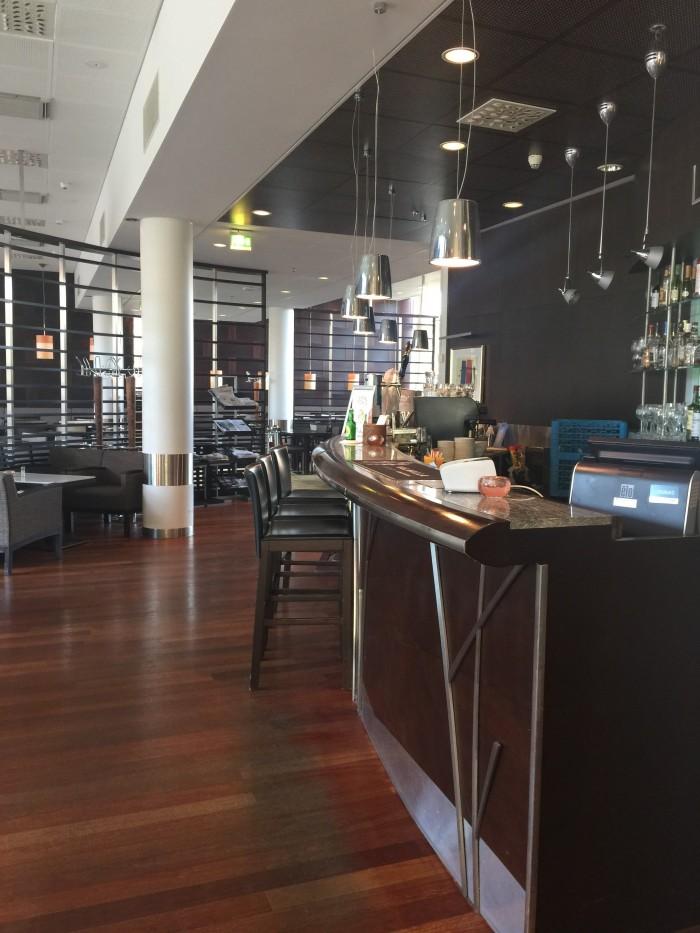 holiday inn helsinki west ruoholahti lobby 700x933 - Holiday Inn Helsinki - West Ruoholahti review