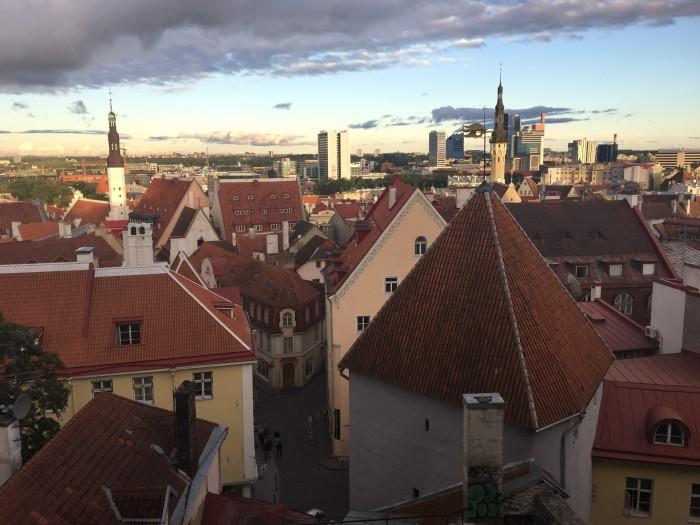 kohtuotsa viewing platform tallinn 700x525 - Exploring the views of the Old Town Tallinn, Estonia