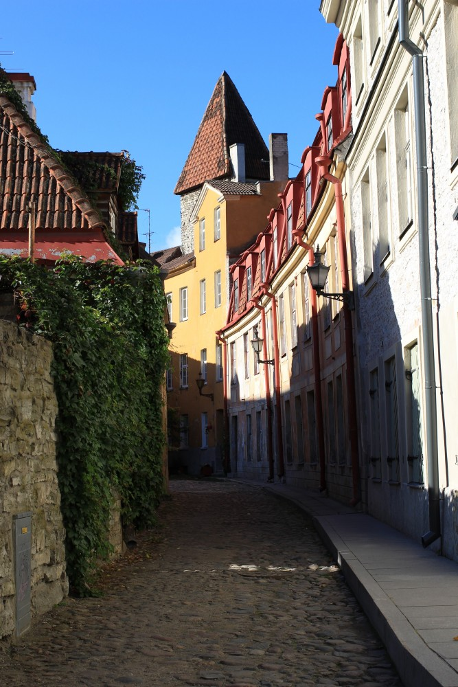 old town tallinn street 667x1000 - Exploring the views of the Old Town Tallinn, Estonia