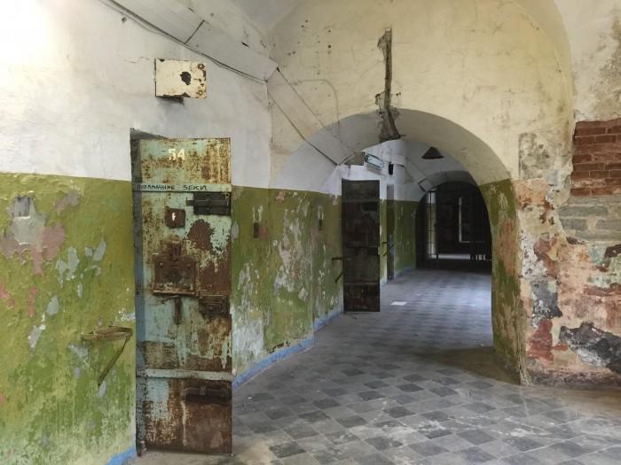 patarei prison doors 700x525 - A visit to Patarei Prison in Tallinn, Estonia