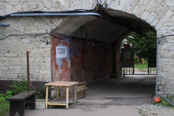 patarei prison entrance 700x467 - A visit to Patarei Prison in Tallinn, Estonia