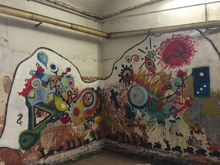 patarei prison murals 700x525 - A visit to Patarei Prison in Tallinn, Estonia