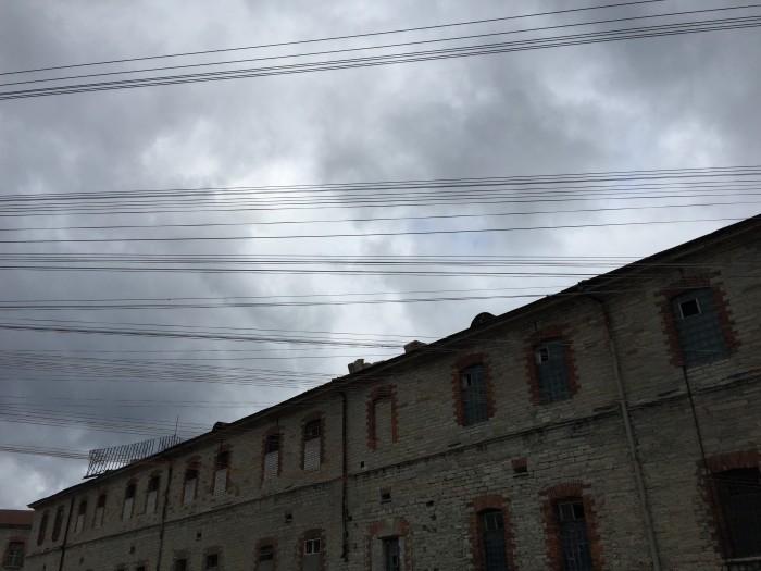 patarei prison wires 700x525 - A visit to Patarei Prison in Tallinn, Estonia