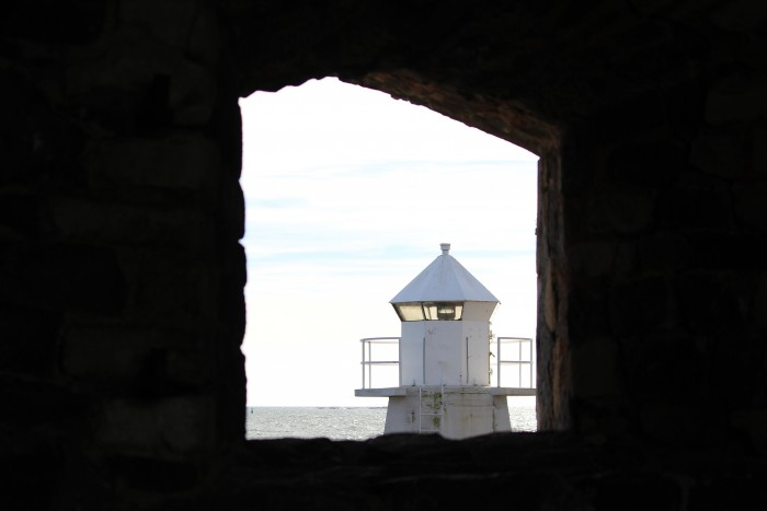 suomenlinna lighthouse 700x467 - Exploring the Suomenlinna Sea Fortress in Helsinki, Finland