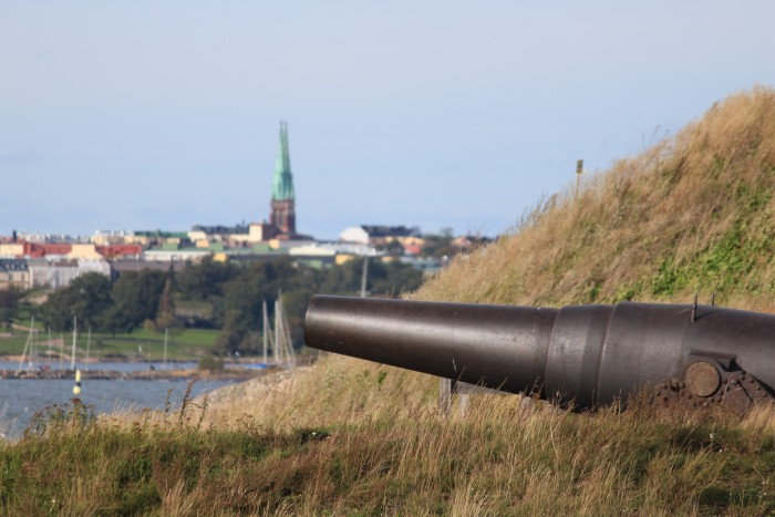 suomenlinna sea fortress 700x467 - Exploring the Suomenlinna Sea Fortress in Helsinki, Finland