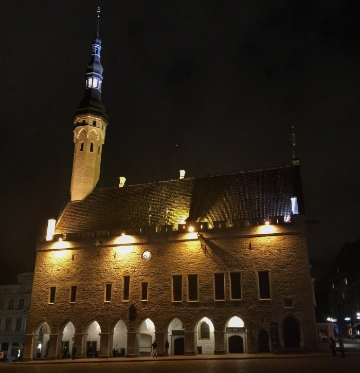 tallinn town hall night 700x726 - Exploring the views of the Old Town Tallinn, Estonia