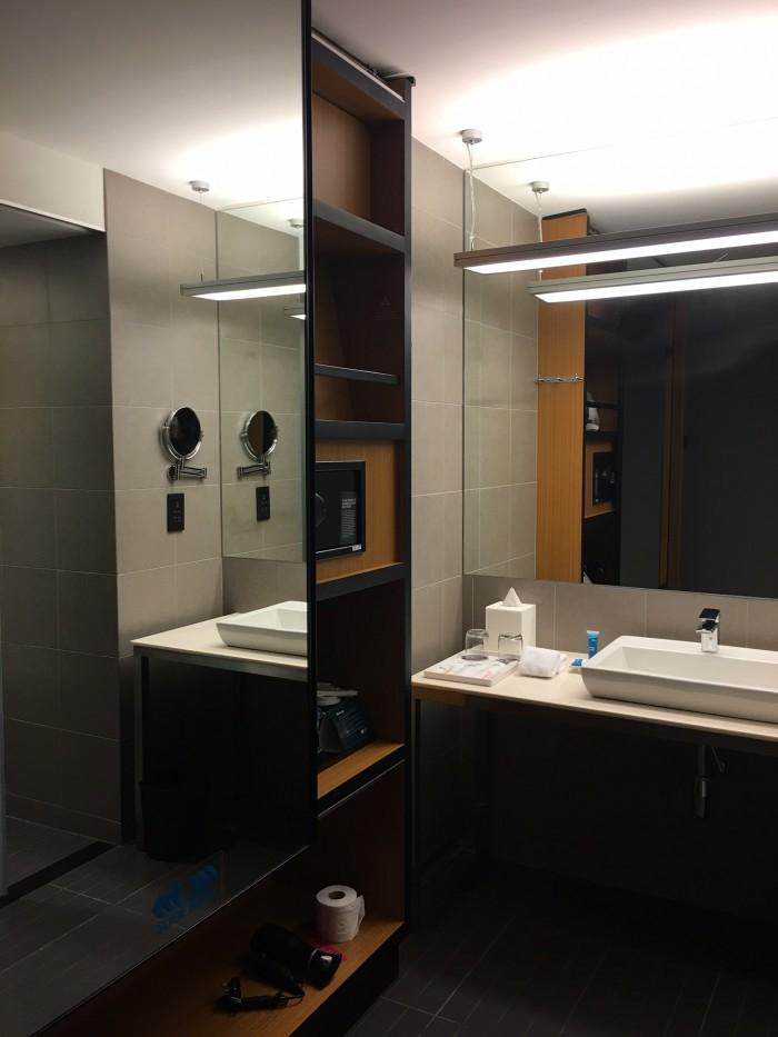 aloft kuala lumpur bathroom 700x933 - Aloft Kuala Lumpur Sentral review