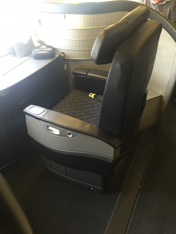 american airlines first class london dallas 700x933 - American Airlines First Class Boeing 777-200 London Heathrow LHR to Dallas-Fort Worth DFW review