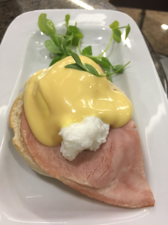 american flagship lounge eggs benedict 700x933 - American Airlines Flagship Lounge London Heathrow LHR review