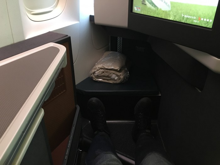 cathay pacific business class legroom 700x525 - Cathay Pacific Business Class Boeing 777-300ER Los Angeles LAX to Hong Kong HKG review