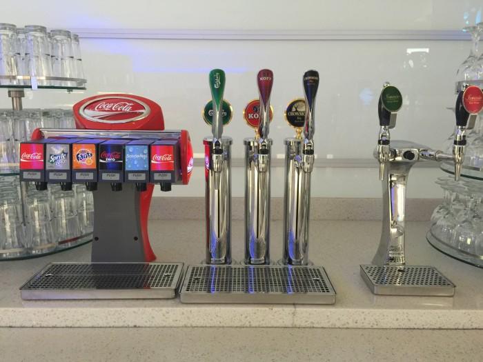 finnair lounge beer wine 700x525 - Finnair Lounge Helsinki HEL non-Schengen review