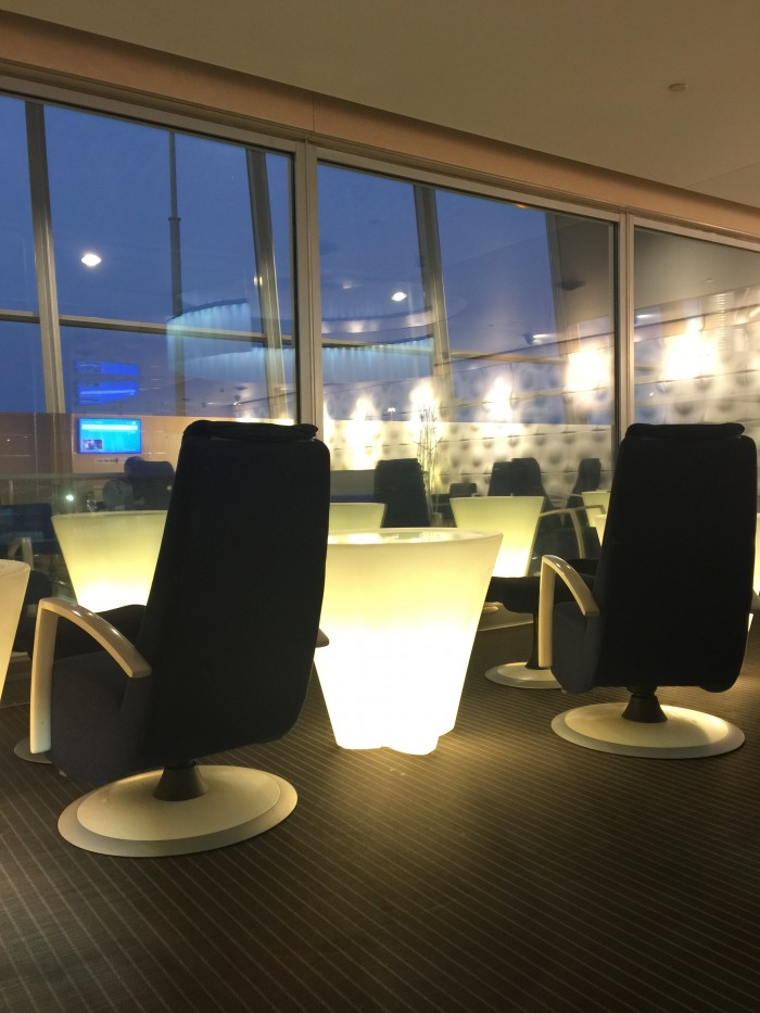 finnair lounge helsinki 700x933 - Finnair Lounge Helsinki HEL non-Schengen review
