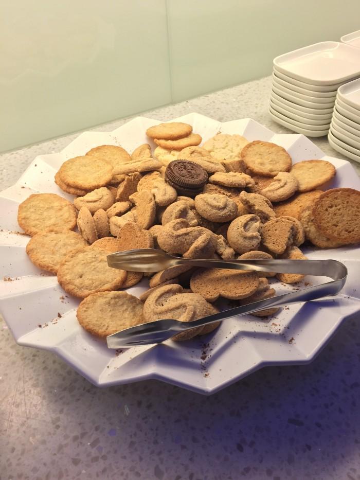 finnair lounge helsinki cookies 700x933 - Finnair Lounge Helsinki HEL non-Schengen review