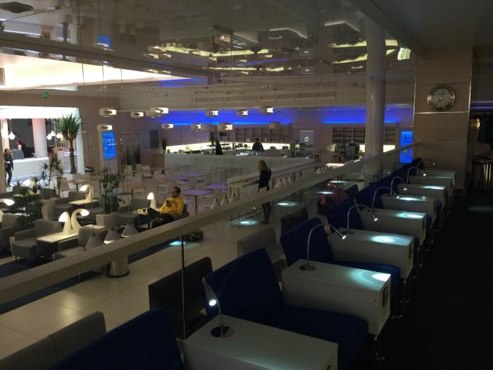 helsinki finnair lounge 700x525 - Finnair Lounge Helsinki HEL non-Schengen review