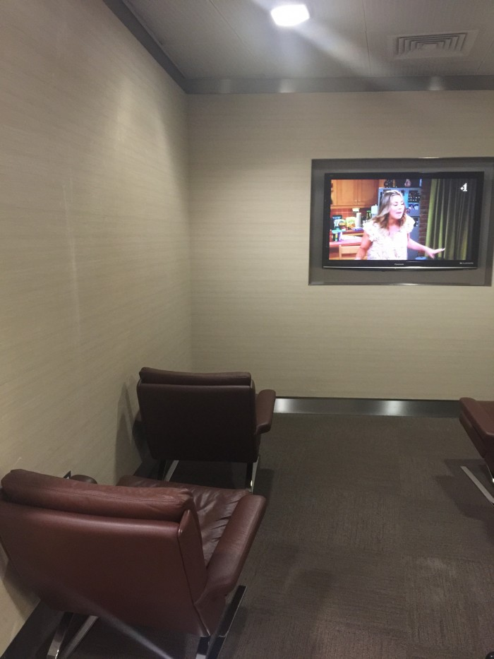 london heathrow american lounge 700x933 - American Airlines Flagship Lounge London Heathrow LHR review