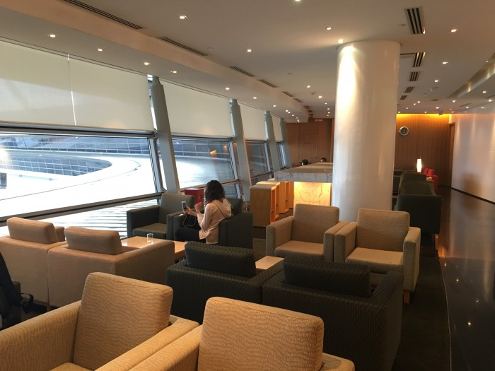 cathay pacific kuala lumpur lounge 700x525 - Cathay Pacific Lounge Kuala Lumpur KUL satellite review