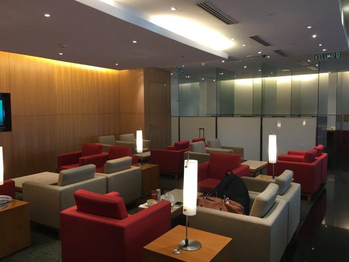 cathay pacific lounge kul 700x525 - Cathay Pacific Lounge Kuala Lumpur KUL satellite review