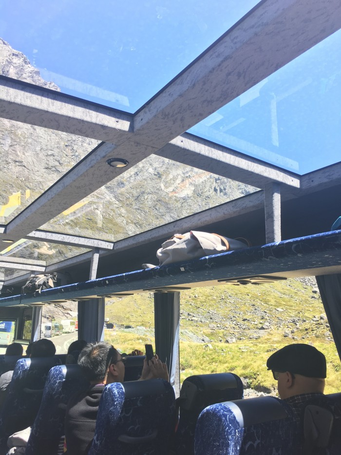 glass-roofed-bus-new-zealand