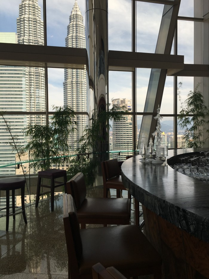 grand hyatt kuala lumpur bar 700x933 - A layover in Kuala Lumpur - Street markets & Petronas Towers