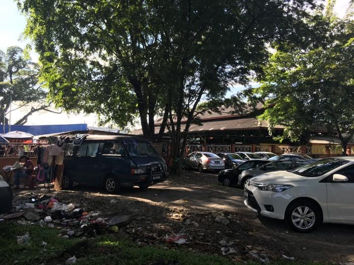 imbi market kuala lumpur 700x525 - A layover in Kuala Lumpur - Street markets & Petronas Towers