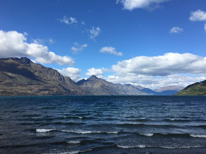 lake wakatipu 700x525 - A walk around Queenstown & visit to Fergburger