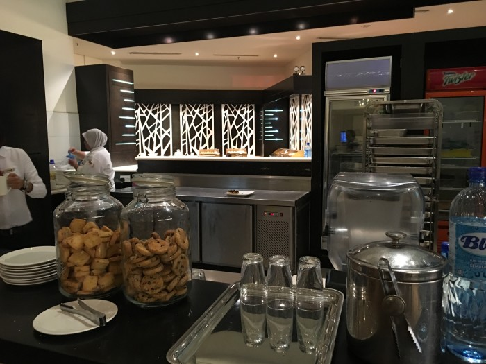 Malaysia-Airlines-Golden-Lounge-Kuala-Lumpur-satellite-coffee