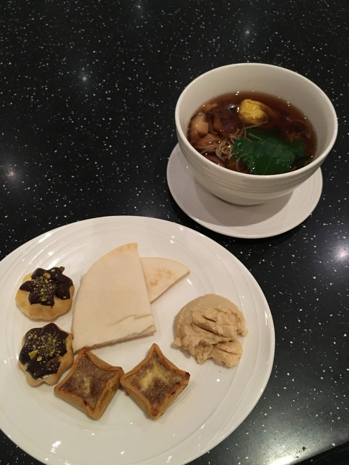 Malaysia-Airlines-Golden-Lounge-Kuala-Lumpur-satellite-meal