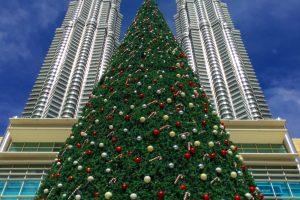 petronas towers christmas 300x200 - A layover in Kuala Lumpur - Street markets & Petronas Towers