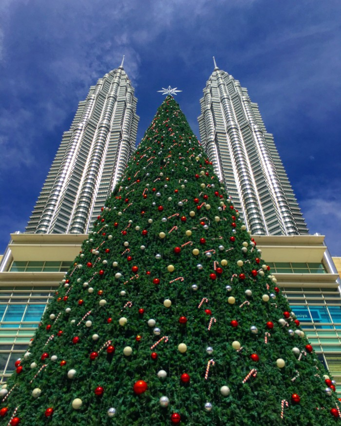 petronas towers christmas 700x875 - A layover in Kuala Lumpur - Street markets & Petronas Towers