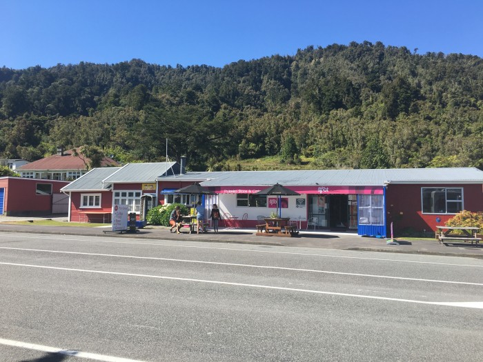 hari hari cafe 700x525 - Franz Josef to Nelson, New Zealand by bus