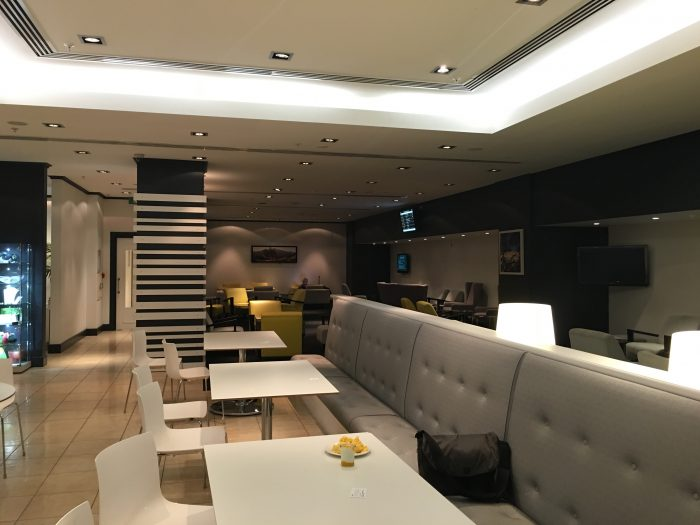 emperor lounge auckland airport 700x525 - Emperor Lounge Auckland AKL review
