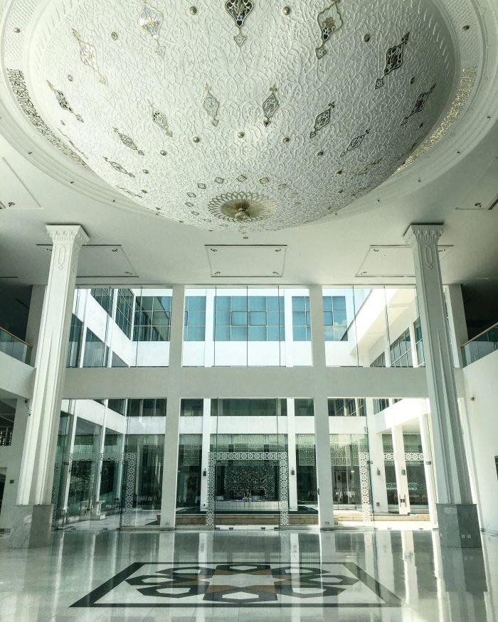 islamic arts museum malaysia atrium 700x875 - A layover in Kuala Lumpur - Islamic Arts Museum Malaysia & Jalan Alor