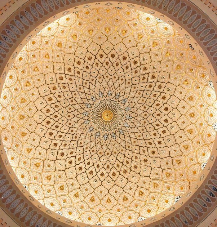 islamic arts museum malaysia ceiling 700x732 - A layover in Kuala Lumpur - Islamic Arts Museum Malaysia & Jalan Alor