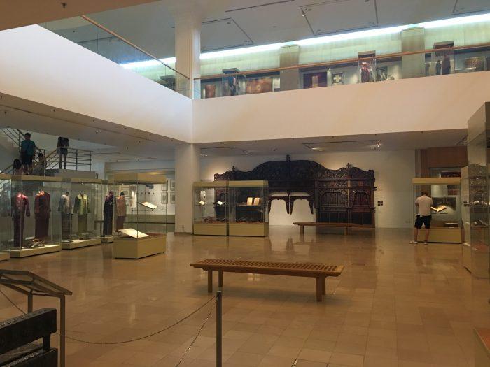 islamic arts museum malaysia textiles 700x525 - A layover in Kuala Lumpur - Islamic Arts Museum Malaysia & Jalan Alor