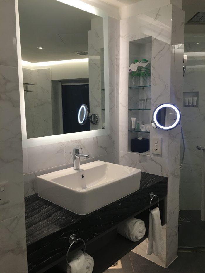 le meridien kuala lumpur bathroom 700x933 - Le Meridien Kuala Lumpur review