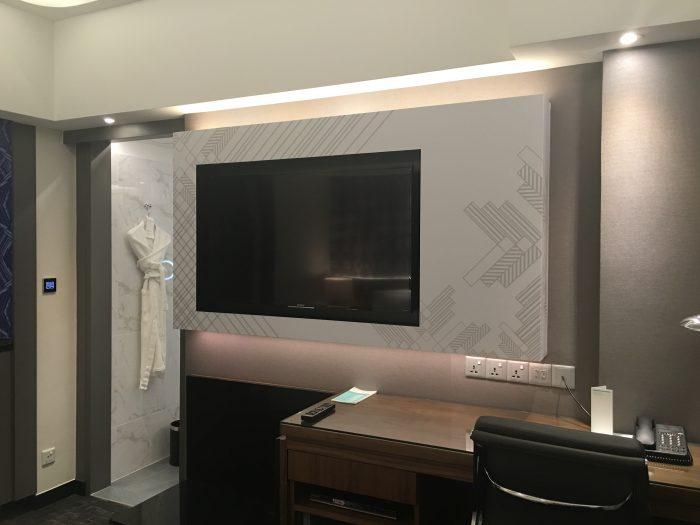 le meridien kuala lumpur tv desk 700x525 - Le Meridien Kuala Lumpur review