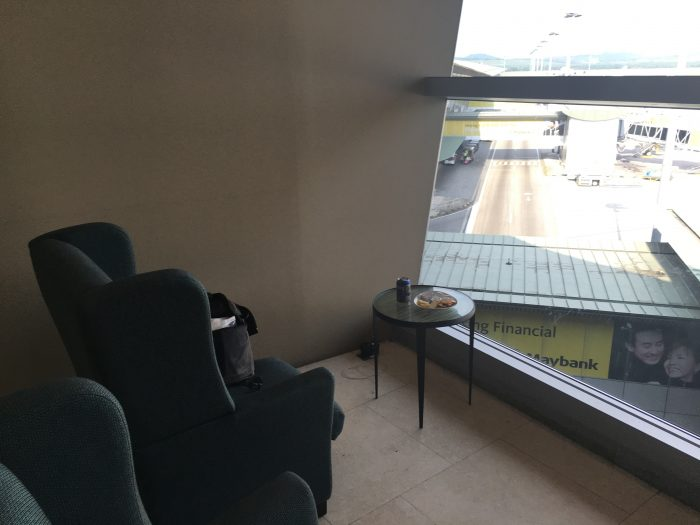 malaysia airlines golden regional lounge kuala lumpur outlets 700x525 - Malaysia Airlines Golden Regional Lounge Kuala Lumpur KUL review
