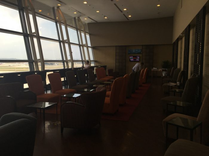 malaysia-airlines-golden-regional-lounge-kuala-lumpur-seating