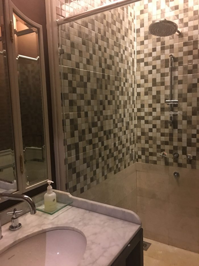 malaysia-airlines-golden-regional-lounge-kuala-lumpur-showers