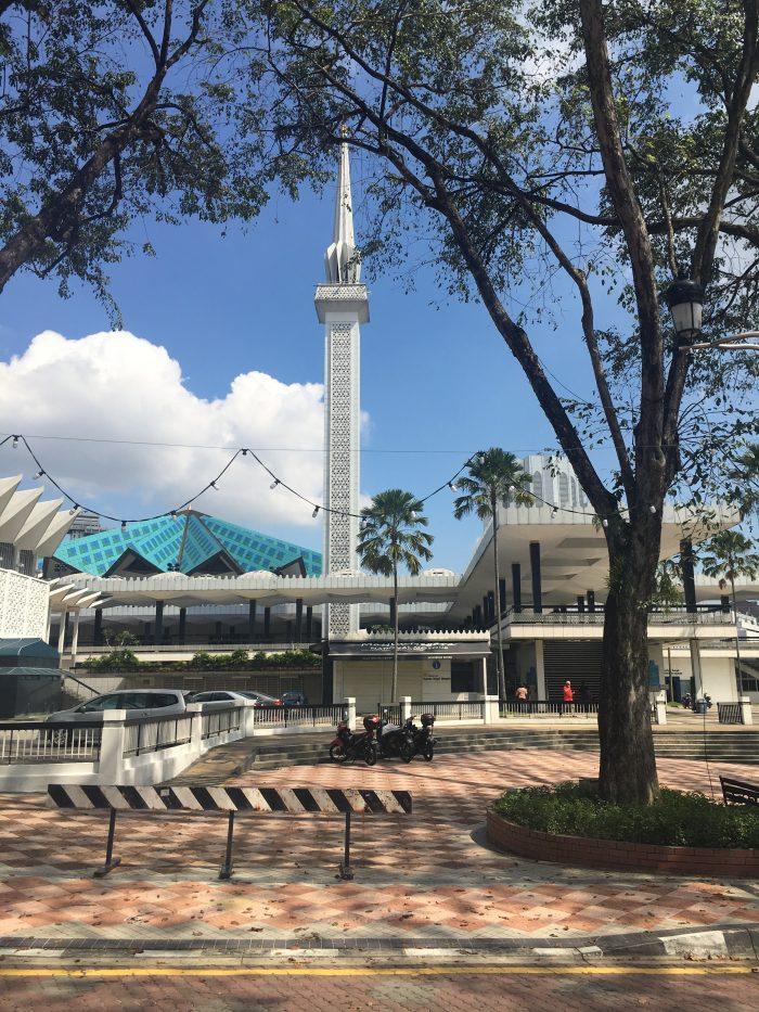 national mosque of malaysia 700x933 - A layover in Kuala Lumpur - Islamic Arts Museum Malaysia & Jalan Alor