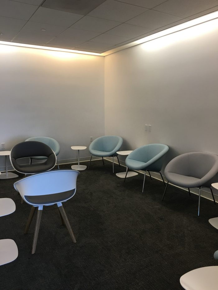air france klm lounge sfo business center work room 700x933 - Air France-KLM Lounge San Francisco SFO review