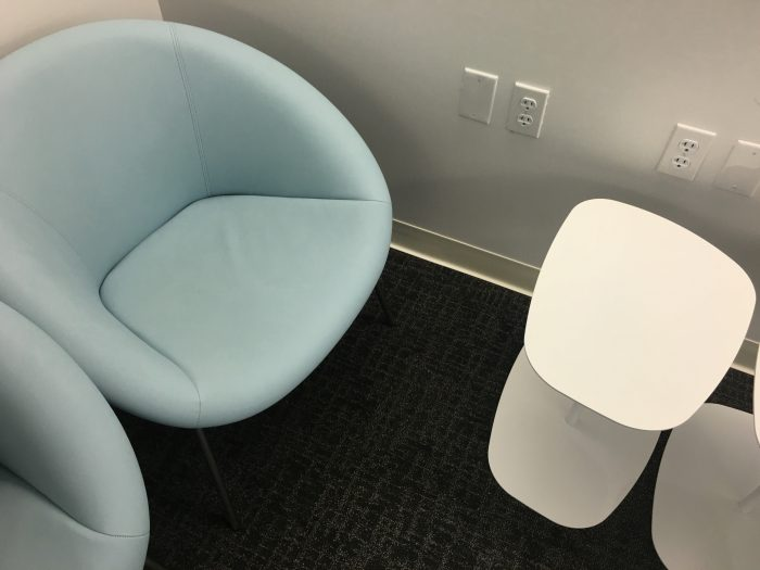 air-france-klm-lounge-sfo-chairs-tables-power-outlets